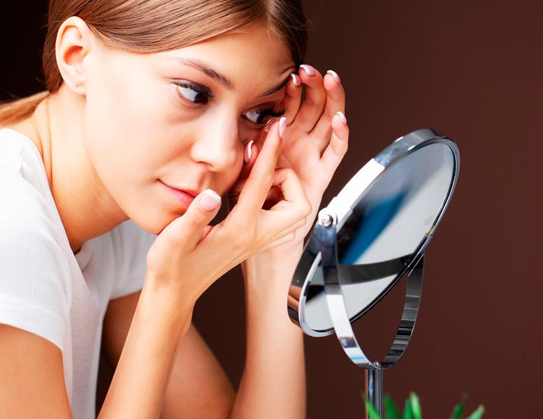 Como deve ser a utilização de lentes de contato e maquiagem